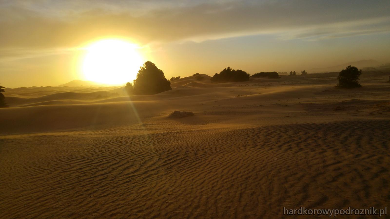 Pustynia - zachodzące słońce